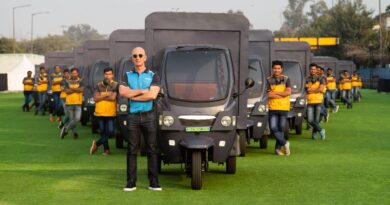 Amazon uses the three-wheeled EVS for deliveries in seven Indian cities